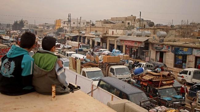 Para pengungsi Suriah berharap bisa berlindung di wilayah perbatasan Turki. Namun, Presiden Turki Recep Tayyip Erdogan menyatakan menolak kembali menampung para pengungsi Suriah. (AAREF WATAD/AFP)