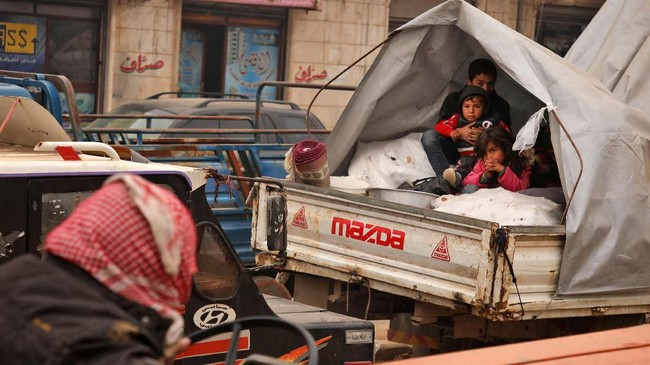 Saat ini Suriah memasuki musim dingin dan semakin menyulitkan para pengungsi. (AAREF WATAD/AFP)