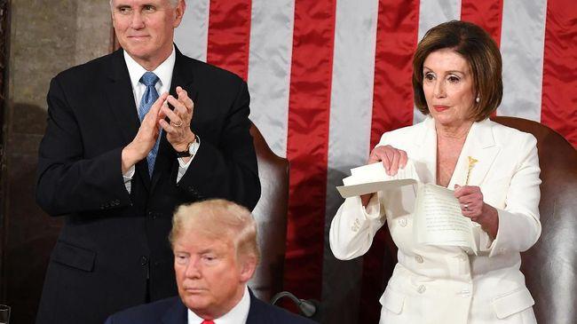 Nancy Pelosi dan 'Fashion Statement' Perempuan Dunia Politik