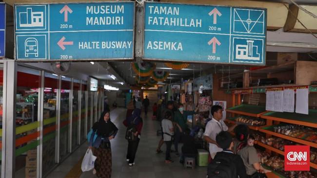 Terowongan Penyeberangan Orang (TPO) yang menghubungkan Stasiun Jakarta Kota dengan jalan di depan Museum Bank Mandiri, Jakarta, Rabu, 5 Februari 2020. (CNN Indonesia/Safir Makki)