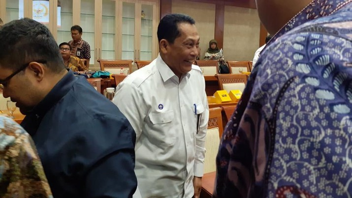 Dirut Bulog Budi Waseso di DPR (CNBC Indonesia/Anisatul Umah)