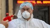 Pemerintah China mengungkapkan tengah membangun tiga rumah sakit darurat untuk menanggulangi krisis akibat wabah virus corona di Wuhan. (Photo by STR / AFP) / China OUT