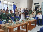 Intip Gaya Prabowo Saat Blusukan Cek Karantina WNI di Natuna