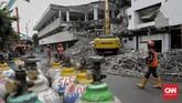 Proses revitalisasi TIMyang diduga jadi tempat komersial itu mendapatkan penentangan dari kelompok seniman sehingga membuat posko #SaveTIM.(CNN Indonesia/Adhi Wicaksono)