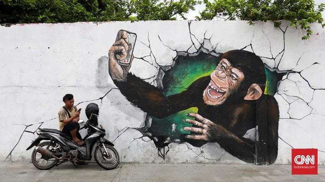 Berbagai mural fauna menyemarakkan tembok-tembok di Kali Opak, mulai dari gambar kucing, simpanse, bunglon, singa, buaya, sampai dinosaurus. (CNNIndonesia/Safir Makki)