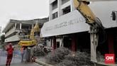 Proses revitalisasi TIM yang ditargetkan selesai pada 2021 sudah memasuki tahap II yakni membongkar gedung Graha Bhakti Budaya dan Galeri Cipta I. (CNN Indonesia/Adhi Wicaksono)