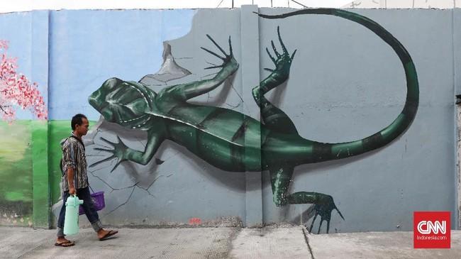 Sebagai kota metropolitan yang bertumbuh, Jakarta terus bersolek, memoles warna-warni mural sembari mengusung beragam tema. (CNNIndonesia/Safir Makki)