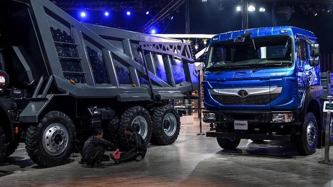 Tata Motors meluncurkan kendaraan komersial bertepatan Auto Expo 2020. (Photo by Money SHARMA / AFP)