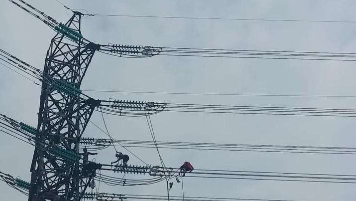 Pembangunan Saluran Tegangan Ekstra Tinggi (SUTET) 500 kilo Volt (kV) Balaraja - Kembangan terus dilakukan.