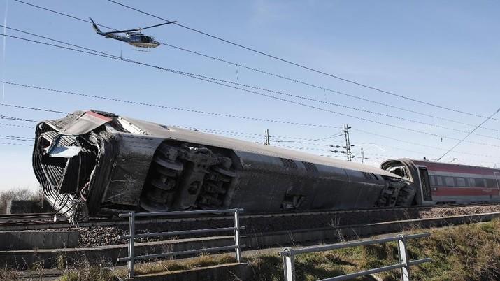 Kereta Cepat Terbalik di Italia, Begini Penampakannya!
