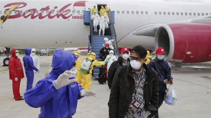 Mau tidak mau, suka tidak suka, Indonesia pasti terkena dampak ekonomi dari penyebaran virus corona.