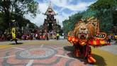 Sejumlah peserta reog dan dawangan tampil saat Kirab Budaya Ruwat Bumi dan Tolak Bala di Salatiga, Jawa Tengah, Sabtu (8/2). (ANTARA FOTO/Aloysius Jarot Nugroho/wsj).