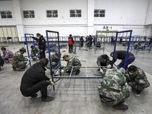 Gegara Corona, China Bikin Terowongan Buat Semprot Pekerja
