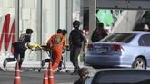 Korban tewas akibat insiden tersebut hingga Minggu (9/2) pagi tercatat 21 orang. Sebelumnya dilaporkan korban tewas sebanyak 20 orang. (AP Photo/Sakchai Lalit)