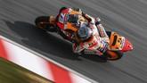Rekan setim Marc Marquez di Repsol Honda sekaligus adiknya, Alex Marquez, berada di posisi 16. (MOHD RASFAN / AFP)