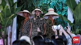FOTO: Eksotika Batik Tropis Purana