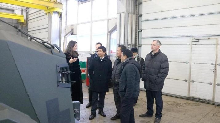 Trenggono menjadi saksi dalam penandatanganan kerja sama antara pembuat kendaraan tempur asal Ukraina yakni Practica dengan PT Pindad.