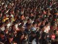 VIDEO: Doa dan Lilin untuk Korban Penembakan di Thailand