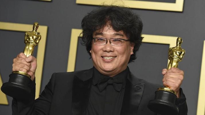 Film 'Parasite' Membawa Pulang 4 Piala Oscar 2020, jadi film pertama Korea Selatan Bahkan Asia yang sukses menangkan Piala Oscar 2020 di kategori Best Picture.