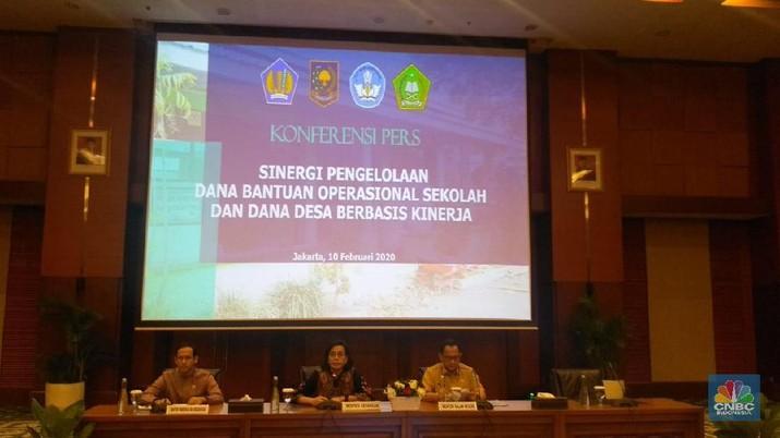Demikian dikatakan Sri Mulyani dalam keterangan pers bersama Nadiem Makarim dan Muhammad Tito Karnavian di Kementerian Keuangan, Jakarta, Senin (10/2/2020).