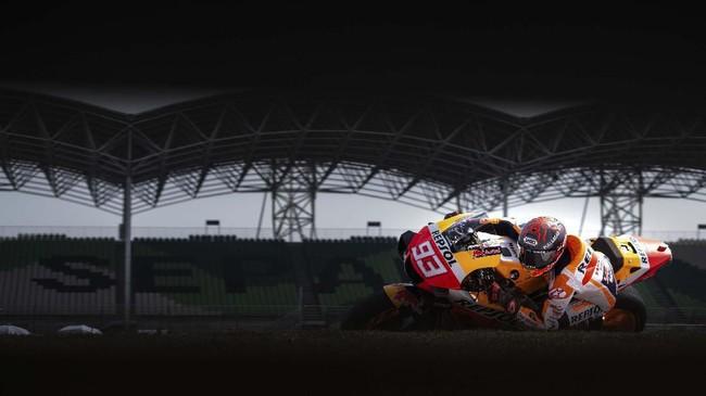 Juara bertahan MotoGP Marc Marquez belum menemukan kecepatan terbaik dengan berada di posisi 12, terpaut 0,423 detik. (Mohd RASFAN / AFP)