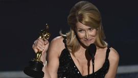 Laura Dern Terima Piala Oscar Jelang Hari Ulang Tahun