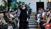 Purana menggunakan print dengan teknik dan motif batik yang dibuat dengan menggunakan kain dari serat alami. (CNN Indonesia/Andry Novelino)