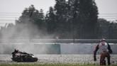 Pebalap Pramac Racing Jack Miller mengalami kecelakaan. Miller berada di posisi delapan terpaut 0,267 detik. (Mohd RASFAN / AFP)