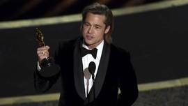 Brad Pitt Singgung Pemakzulan Trump di Panggung Oscar 2020