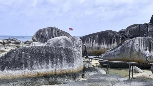 Bongkahan batu granit di Alif Stone Park, Desa Sepempang, Kabupaten Natuna, Provinsi Kepulauan Riau. (ANTARA FOTO/M Risyal Hidayat)