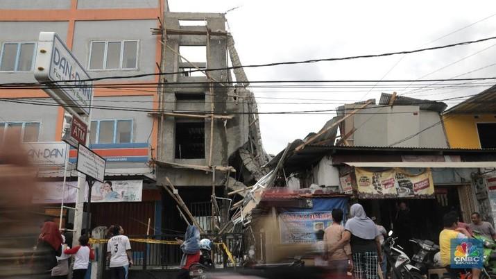 Melihat Ruko 3 Lantai yang Ambruk di Pisangan Jakarta Timur