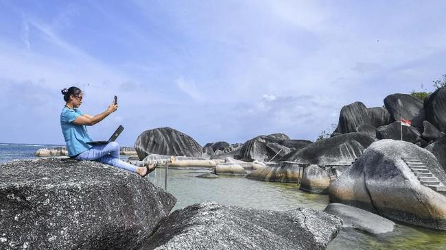 Alif Stone Park menjadi salah satu destinasi wisata dari sembilan destinasiTaman BumiNasional atau Geopark Nasional di Natuna selain Senubing, Pantai Bamak, Tanjung Datuk, Batu Kasah, Pulau Akar, Pulau Setanai, Gunung Ranai, dan Pulau Senua. (ANTARA FOTO/M Risyal Hidayat)