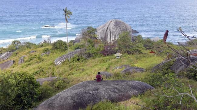 Menurut komunitas Generasi Pesona Indonesia (GenPI) Natuna, observasi virus corona di Natunamembuat puluhan agen wisata mengubah jadwal kedatangan wisatawan ke sini. (ANTARA FOTO/M Risyal Hidayat)