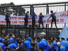 Demo Buruh Hari ini Lawan Omnibus Law di DPR Ricuh
