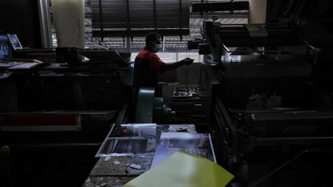 Era Industri 4.0 telah merevolusi wajah industri grafika di tanah air. Teknologi dan digitalisasi memungkinkan berbagai manufaktur terhubung secara digital. Mulai dari 3D printing, robotik serta beragam jenis teknologi lainnya. (CNN Indonesia/Adhi Wicaksono).