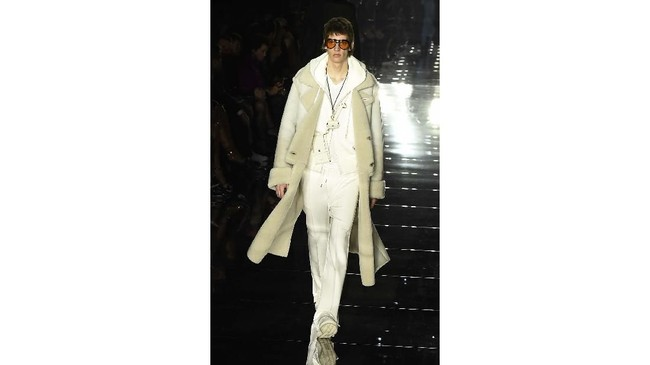Sebelum akhirnya tampil di New York Fashion Week, desainer Tom Ford sempat membuat pecinta fashion karena keputusannya untuk memindahkan lokasi shownya ke LA. (AP Photo/Chris Pizzello)