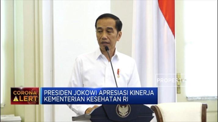 Jokowi mengungkap, dua orang yang positif corona tersebut merupakan ibu dan anak, masing-masing berusia 64 tahun dan 31 tahun.