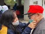 Bank Mandiri & Pekerja Migran Bagikan Masker di Hong Kong