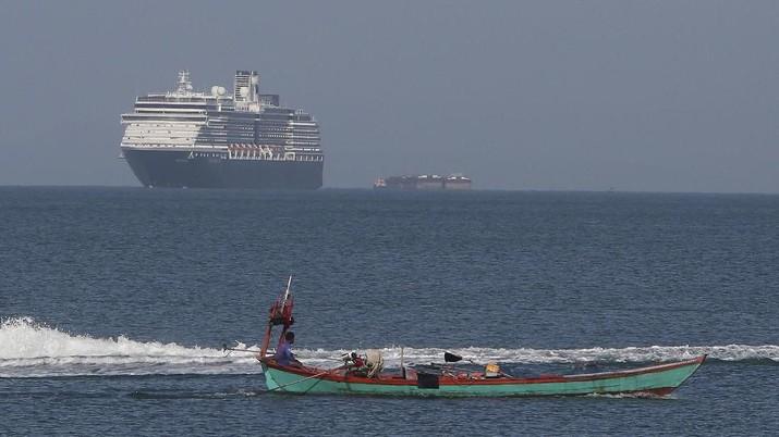 Corona Buat Kapal Mewah Ini Terombang-ambing 2 Minggu di Laut