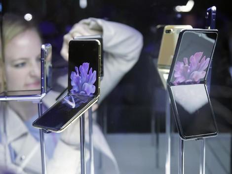Pemilik Galaxy Z Flip Diminta Hati-hati Layar Tergores