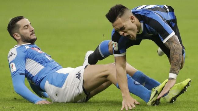 Strategi Inter Milan dengan menduetkan Lautaro Martinez dan Romelu Lukaku belum berhasil menghadirkan kemenangan saat menjamu Napoli. (AP Photo/Luca Bruno)