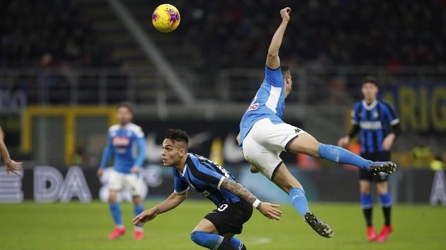 Penyerang Inter Milan Lautaro Martinez yang diminati Barcelona tak mampu menyelamatkan La Beneamata dari kekalahan di kandang. (AP Photo/Antonio Calanni)