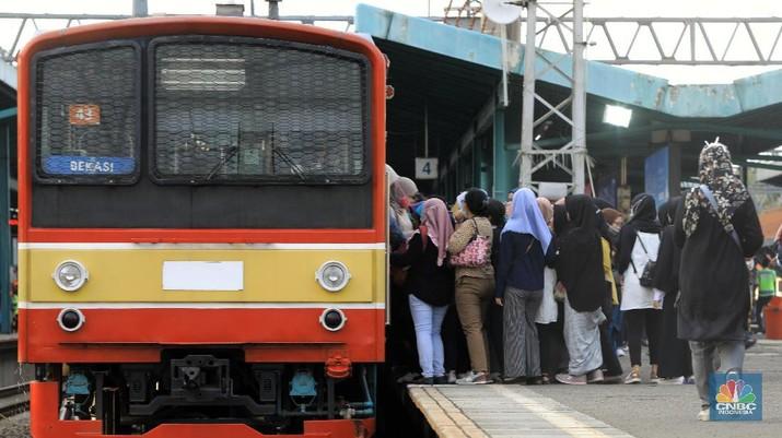 Ada Pergantian Wesel, Kereta KRL akan Alami Rekayasan Perjalanan. (CNBC Indonesia/Andrean Kristianto)