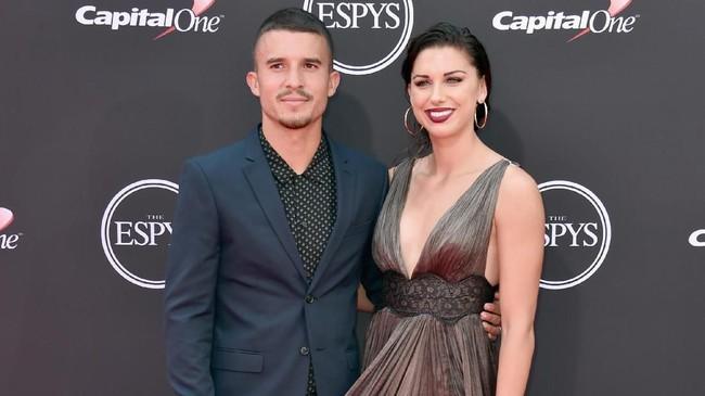 Penyerang timnas Amerika Serikat putri Alex Morgan menikah dengan pesepakbola pada Desember 2014. (Alberto E. Rodriguez/Getty Images/AFP)