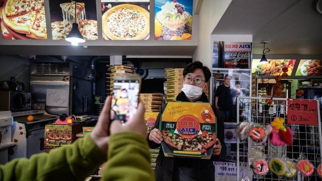 Turisberfoto di restoran pizza Sky Pizza. (Ed JONES / AFP)