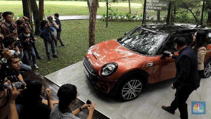 Mobil ikonik ini juga memiliki interior yang mewah dengan sistem transmisi baru dan berbagai penyempurnaan teknologi.