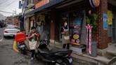 Eom Hang-ki mengatakan penjualan pizza di restorannya meningkat sejak film Parasite dikenal luas. (Ed JONES / AFP)