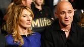 Salah satu petenis putri terbaik sepanjang masa asal Jerman Steffi Graf menikah dengan petenis legendaris Amerika Serikat Andre Agassi pada Oktober 2001. (Al Bello/Getty Images/AFP)