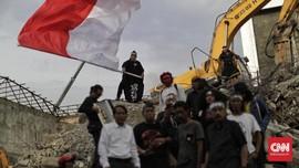 FOTO: Seniman Ruwatan di Reruntuhan TIM