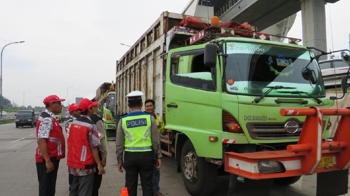 PT Hutama Karya (Persero) akan terus melakukan operasi atas kendaraan bermuatan lebih yang masuk ke dalam kategori ODOL.